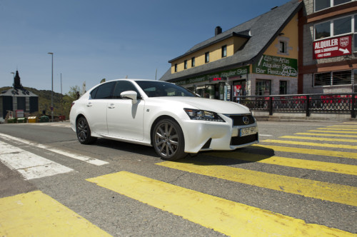 Lexus IS300h 2013 01