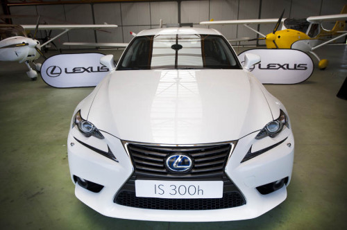 Lexus IS300h 2013 07