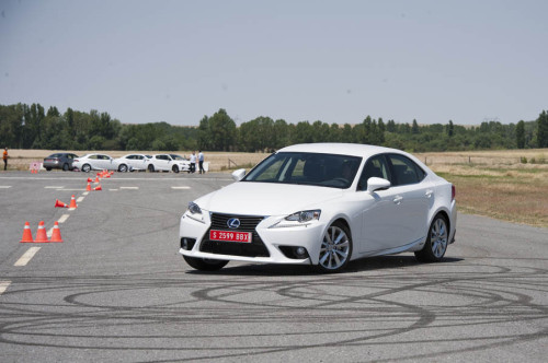 Lexus IS300h 2013 10