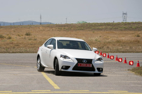 Lexus IS300h 2013 15