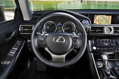 Lexus IS300h 2013 35