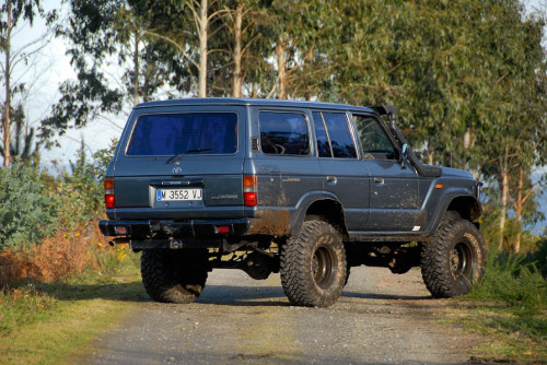 Toyota Land Cruiser HJ61 04