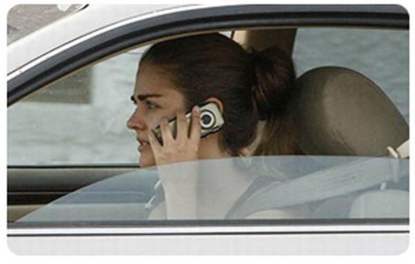 Un juez anula, por no haberse practicado prueba y vulnerar el principio de presunción de inocencia, una multa  por conducir utilizando el móvil.