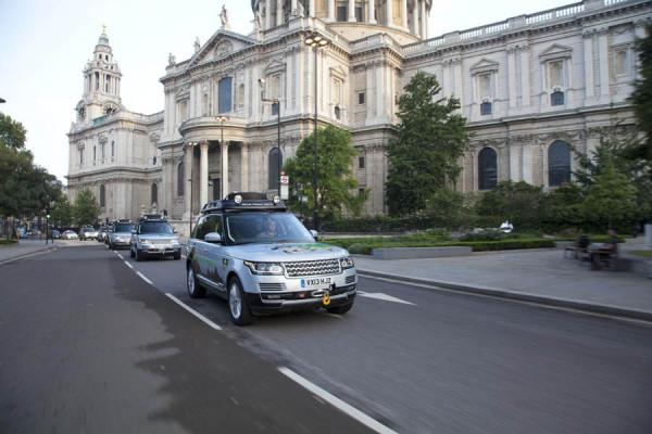 Los primeros modelos híbridos de Range Rover se enfrentan a la épica ruta de la seda hacia la India